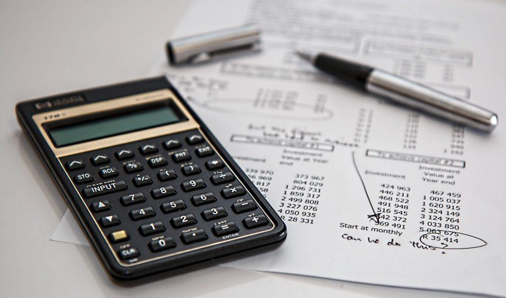 Die Finanzen sollten im Blick behalten werden. Dabei helfen nicht nur Taschenrechner, sondern auch moderne Tools und Experten.